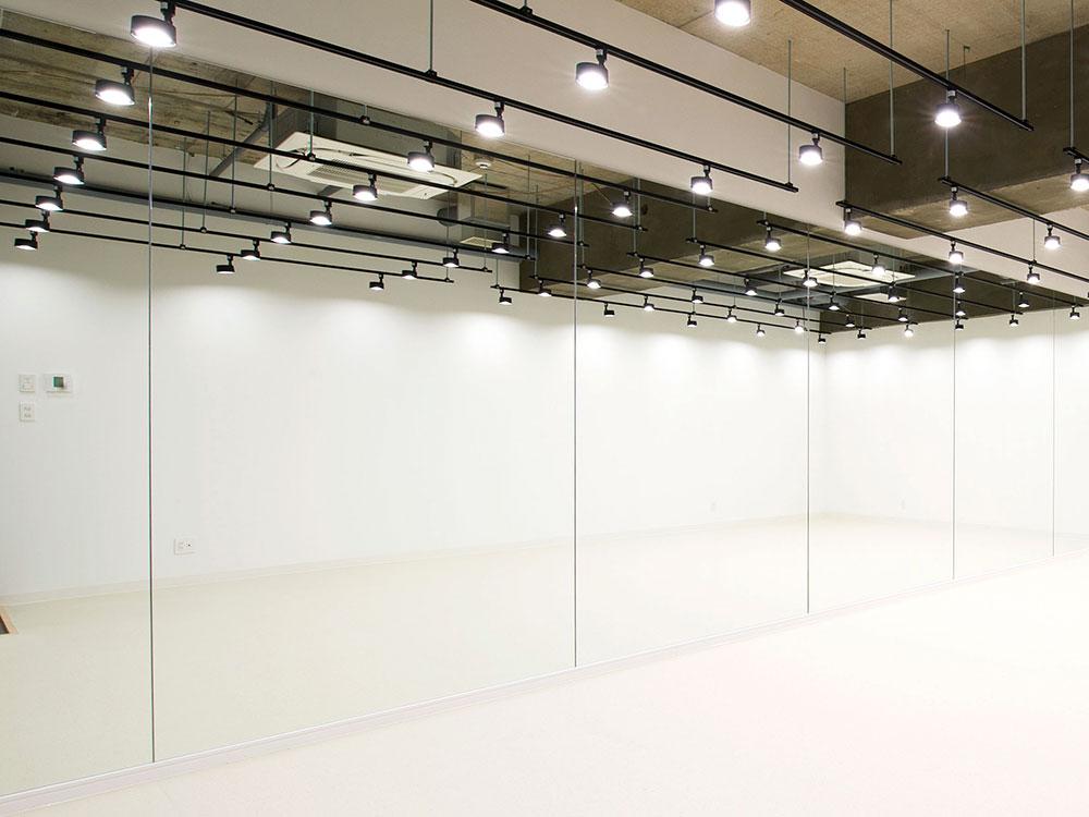 縦2.4m×横8.5m 大型の鏡